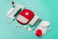 Erste Hilfe Set mit wichtigen Utensilien