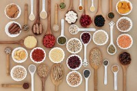 Auswahl an Lebensmitteln mit vielen Mikronährstoffen