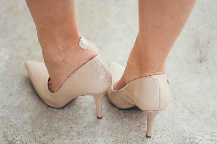 Was tun wenn Fuß wegen Schuh blutet? (Schuhe, Blut, Füße)